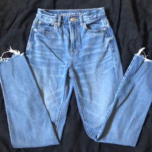 American Eagle Distressed Mom Jeans ❤️
